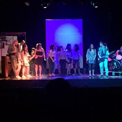 """El Teatre Foment vibra amb el musical """"A Juneda, cop de rock"""""""