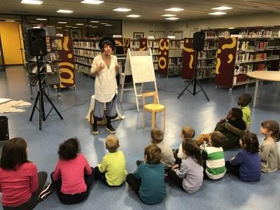 Hora del conte a la Biblioteca Municipal amb la Núria Caballol