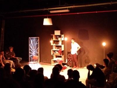 Representació de l'obra A.K.A (Also Known As) al Teatre Foment de Juneda