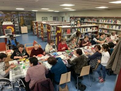 Segon taller de manualitats a la biblioteca de Juneda amb motiu de les Biblioteques amb DO